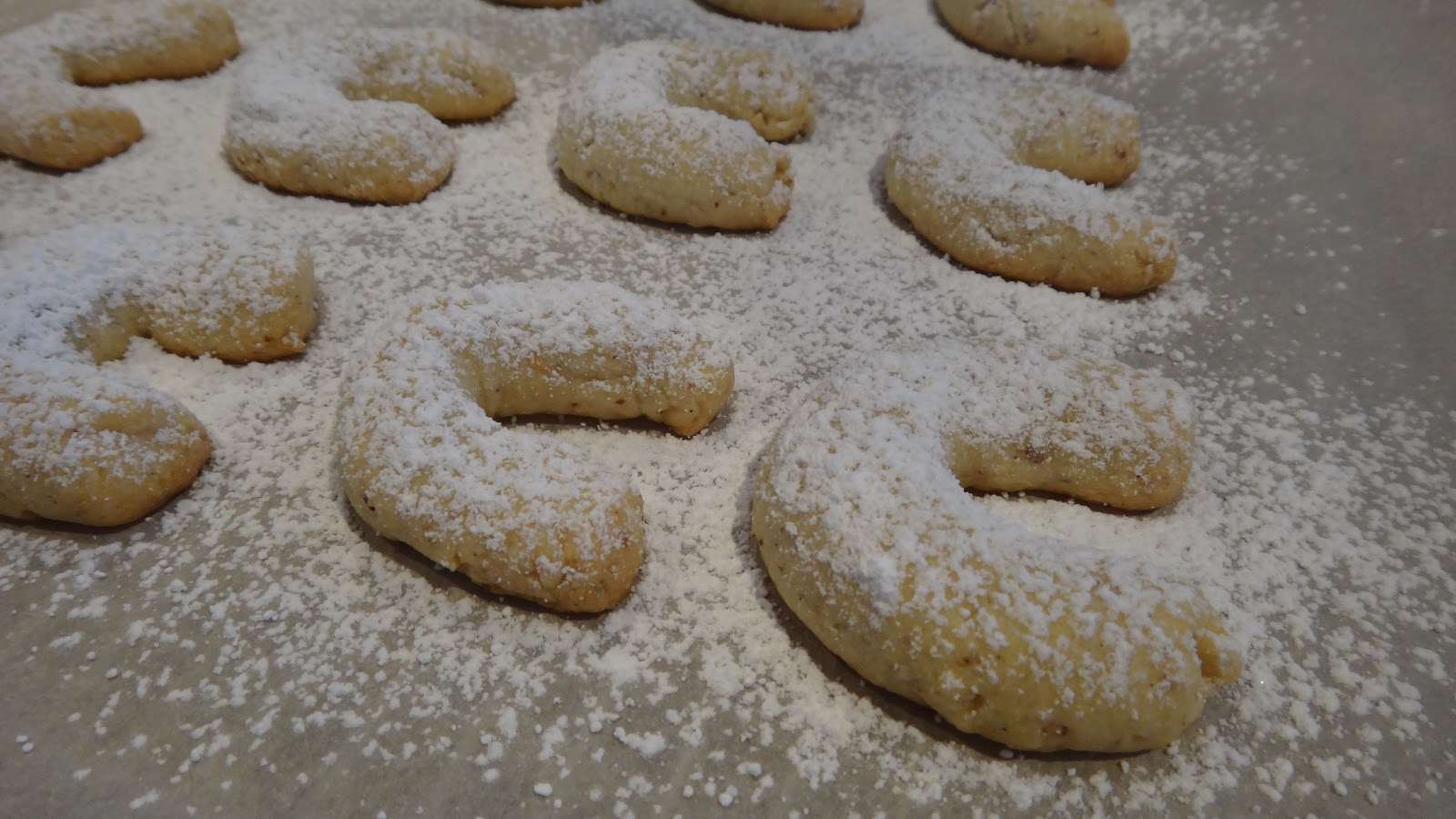 Almond Crescent Cookies « I WANT TO COOK THAT
